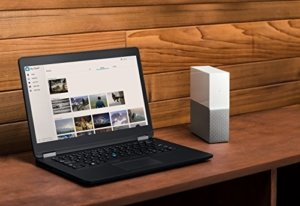 WD My Cloud Home 4 TB neben Notebook